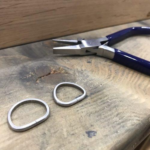 円に近づいた指輪